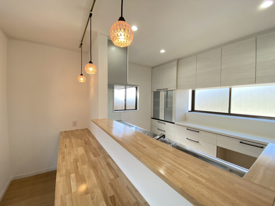 【Y様邸】ホワイトカラーと木目でまとめたシンプルな内装